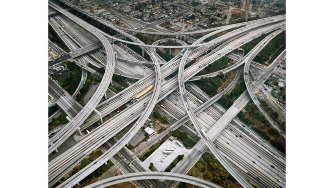 _91174744_82-highway-2-intersection